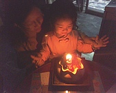 歆妤Baby-2~3歲:ㄣ~許完願了,我要吹蠟燭了.