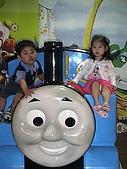 歆妤Baby-2~3歲:跟大家介紹一下,這是媽咪的麻吉同學-曉菁ㄚ姨的雙胞胎哥哥.