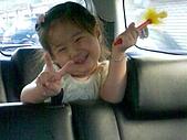 歆妤Baby-2~3歲:耶-每次跟媽咪去送貨都有阿姨會給我戰利品耶