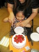 歆妤Baby-4~5歲:耶~切蛋糕了