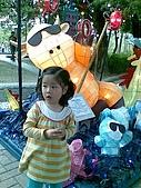 歆妤Baby-3~4歲:今天是西洋情人節,和爸比跟媽咪來愛河賞花燈