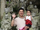歆妤Baby-2~3歲:總共有幾尊呢?請看我和爸比的手~