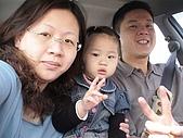 歆妤Baby-2~3歲:妳看咱家爸比有多厲害~連開車行進中還能和我跟媽咪一起拍全家福呢!!