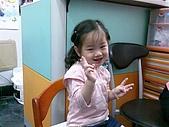歆妤Baby-2~3歲:要出門了-記得要把首飾都傳出來喔