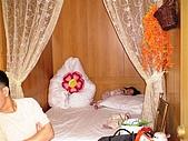 歆妤Baby-3~4歲:這是咱家三口環島第一天的飯店-永隆渡假村-棉被像不像水蜜桃啊