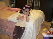 歆妤Baby-2~3歲:耶~媽咪又幫我添購新衣服了.