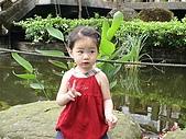 歆妤Baby-2~3歲:爸比~我覺得後面有人在摸我頭髮耶!!