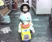 歆妤Baby-2~3歲:耶~今天我要帶我的麻吉-兔兔去兜兜風了.