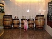 歆妤Baby-3~4歲:這裡是釀酒工廠的參觀區的一隅