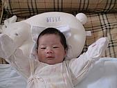 歆妤Baby-週歲前:ㄣ~~我睡飽啦!