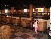 歆妤Baby-3~4歲:用餐區蠻大的~可能是有很多幸福列車會來吧?今天我們有遇到4台