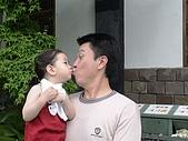 歆妤Baby-2~3歲:爸比~這是佛門重地耶!怎可如此無理呢!!