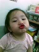 歆妤Baby-2~3歲:來-阿妤親一下