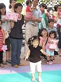 歆妤Baby-2~3歲:ㄣ~那個妹妹還沒搬回來,我去幫幫她好了.