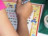 歆妤Baby-2~3歲:哇~我有得名ㄟ,現在在寫我的獎狀了.