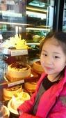 歆妤Baby-6~7歲:20120206-02 宏彩-買蛋糕吃蛋糕.jpg
