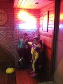 歆妤Baby-6~7歲:20120229-02 牛仔啤酒屋.JPG