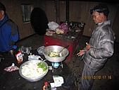 101010~12大霸尖山(第一天):101010 061晚餐由隊長副隊長掌廚.jpg