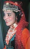 南北疆之49喀什女人:29-3喀什塔吉克族女性非常喜愛有頭鏈的帽子.JPG