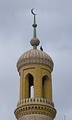 南北疆之44屋簷下的喀什(上):10清真寺塔上半月標誌.jpg