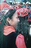 南北疆之49喀什女人:42-3柯爾克孜族學生裝.JPG