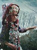 南北疆之49喀什女人:40-3喀什柯爾克孜族新娘盛裝.JPG