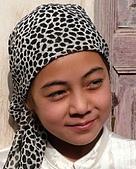 南北疆之49喀什女人:06年輕小女孩比較愛頭巾.jpg