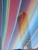關於杜拜再起系列:彩色玻璃墊上映現的杜拜新地標