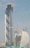 杜拜再起之設計創意競技場:19這動棟大樓為半月形建築.JPG