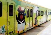 巧遇 喔熊微笑觀光彩繪列車~就在18:16苗栗1244班次的區間車:喔熊微笑觀光彩繪列車003.jpg